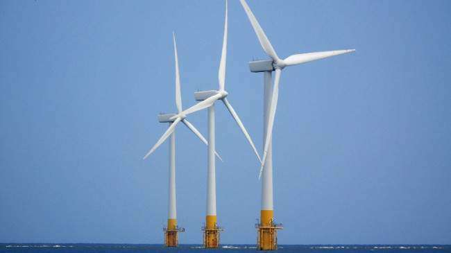 Shell issues offshore wind personnel contracts